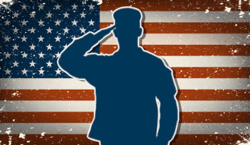 photodune-6998783-us-army-soldier-on-grunge-american-flag-background--xs